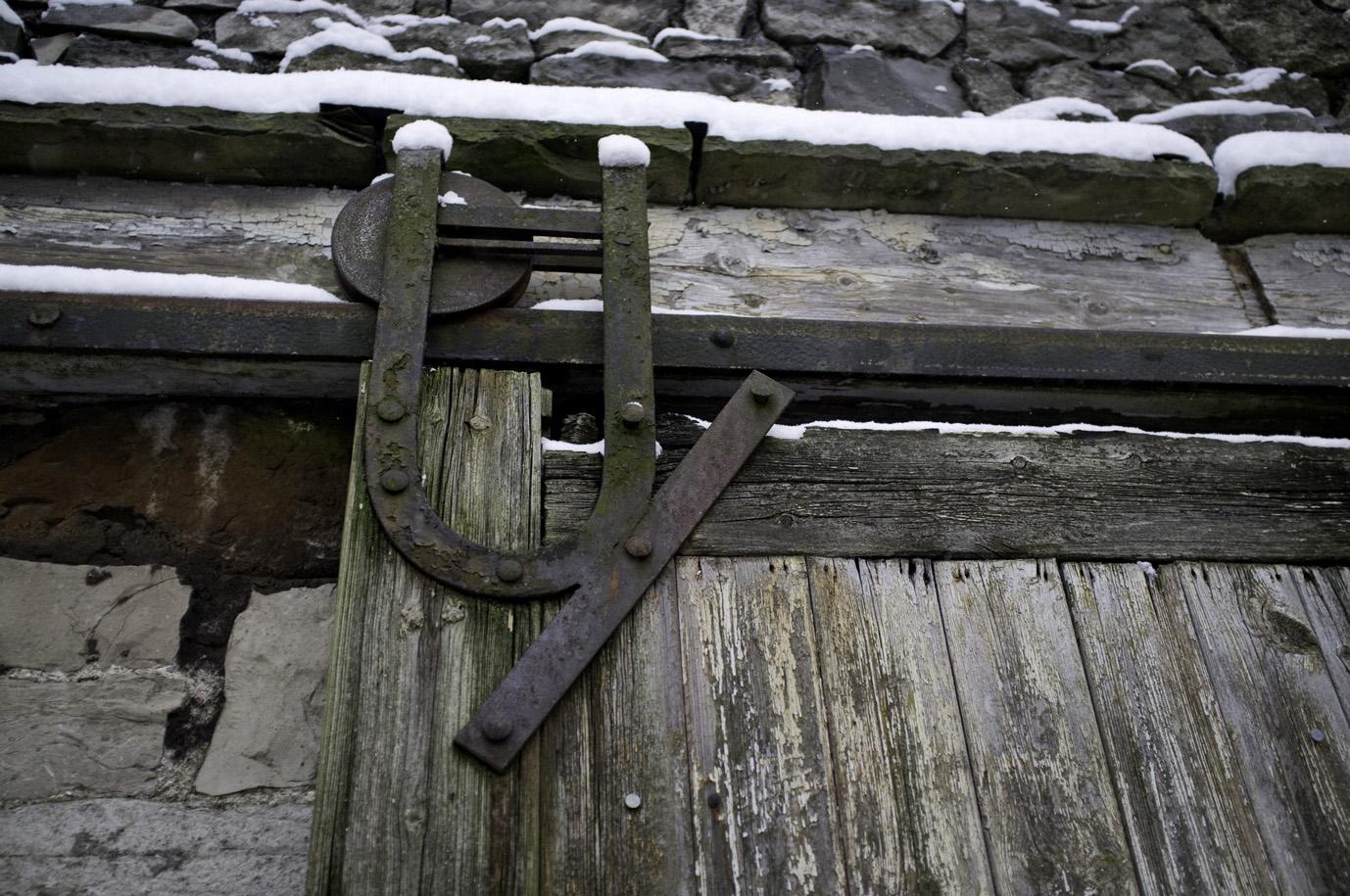 Old barn door hinge   Sounds • Pictures • Words